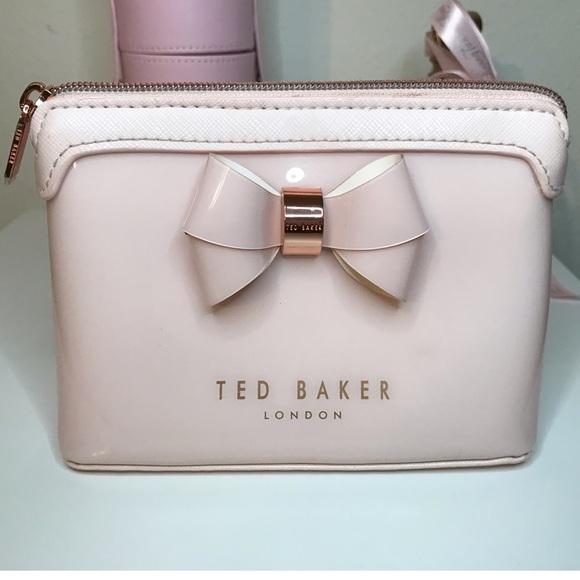 9310c3d4c4b9 Ted Baker London Harloe Bow Makeup Bag. M 5bf8fe37534ef9cd129639b6